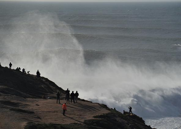 צופים בגלים. מקנמרה, מבכירי גולשי הגלים הגדולים, אומר שפחד הוא משהו שאנחנו יוצרים