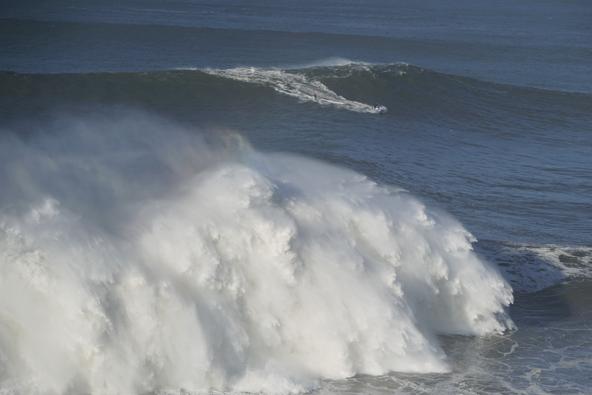 """לגלים הגדולים קוראים """"גלי אם"""", האם זה בגלל שהם מזכירים בטן הריונית?"""