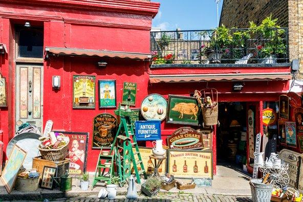 חנות בשוק העתיקות פורטובלו בנוטינג היל | צילום: I Wei Huang / Shutterstock.com