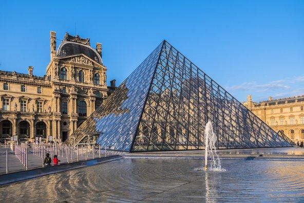 מוזיאון הלובר. עם כרטיס המוזיאונים או Paris Pass תוכל להיכנס בחינם   צילום: Kiev.Victor / Shutterstock.com