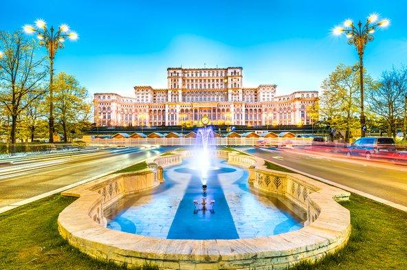 ארמון הפרלמנט בבוקרשט, מהמבנים הגדולים בעולם