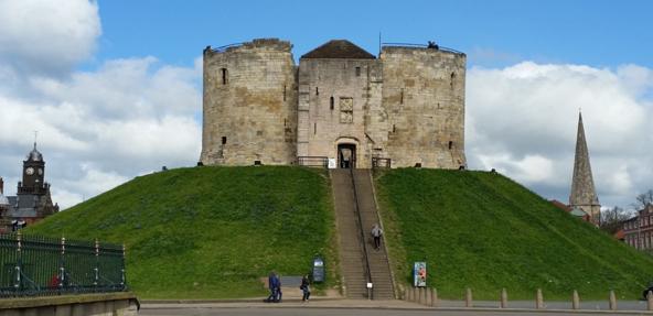 מגדל קליפורד, השריד היחיד שנותר ממבצר קליפורד