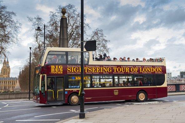 אוטובוס התיירים של לונדון. מומלץ למי שזמנו קצר | צילום: Ivica Drusany / Shutterstock.com