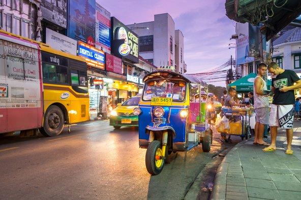 טוק טוק ברחובות בנגקוק | צילום: UKRID / Shutterstock.com