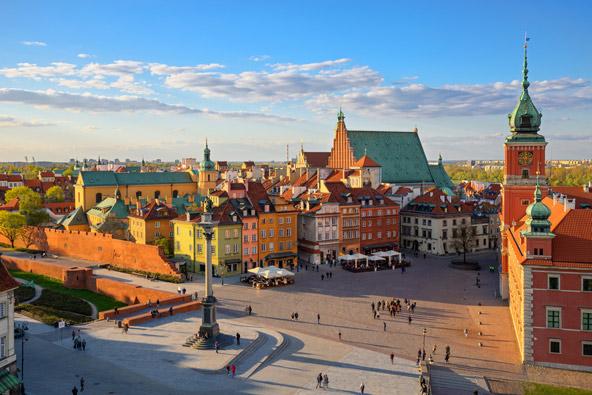 העיר העתיקה של ורשה. אל מחירי הטיסות המוזלות מצטרפים גם המחירים הנוחים בבירת פולין