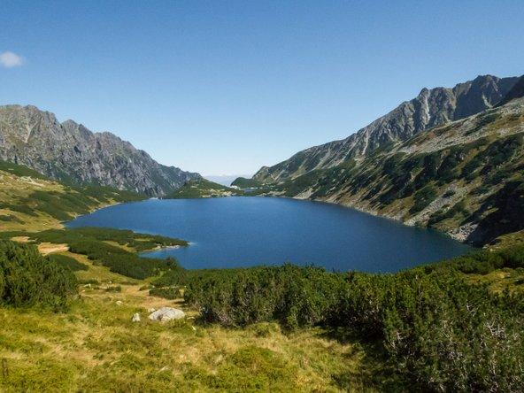 נוף הרים ואגמים באזור זקופנה