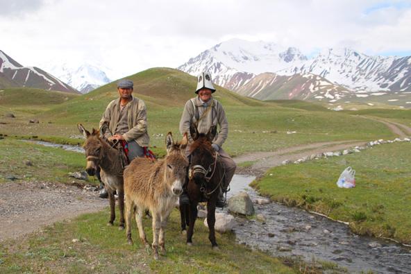 טיול בקירגיזסטן: אגמים, הרים ויורטים