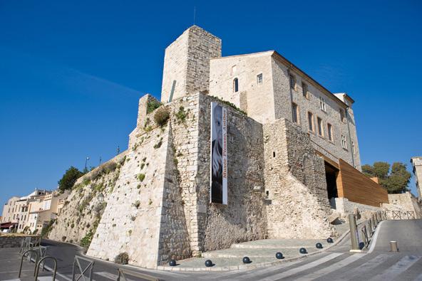 מוזיאון פיקאסו ממוקם במצודה מרשימה החולשת על הים