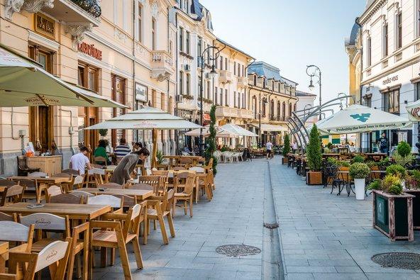 קראיובה היא עיר סטודנטיאלית עם בתי קפה וחיי לילה ערים