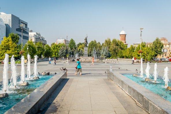 המזרקות בכיכר פרפקטור   צילום: Aivita Arika / Shutterstock.com
