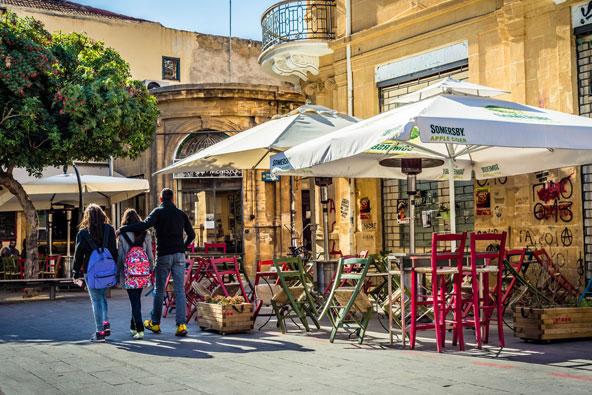 רחוב בעיר העתיקה של ניקוסיה. תענוג להסתובב בסמטאות הצרות ולהציץ בחנויות הייחודיות