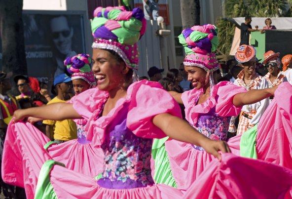 תהלוכות ריקודים בסנטו דומינגו, בירת הרפובליקה הדומיניקנית | צילום: Daniel-Alvarez / Shutterstock.com