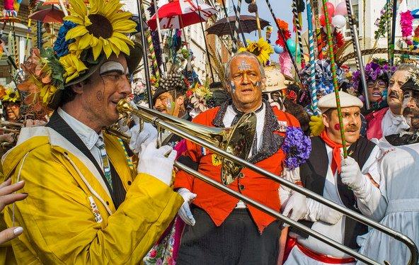 נגנים ותזמורות בקרנבל של דנקרק | צילום: Hector Christiaen / Shutterstock.com