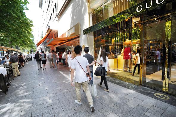 רחוב קניות בדיסלדורף. בכל עיר גדולה בגרמניה תמצאו אזורי קניות יוקרתיים לצד שווקים ואאוטלטים