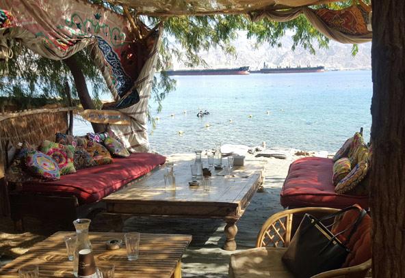 החוף של מוש. שאנטי מול הים האדום