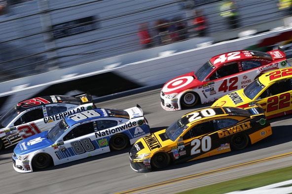 בחודש פברואר מתקיים בפלורידה מרוץ המכוניות המפורסם דייטונה 500