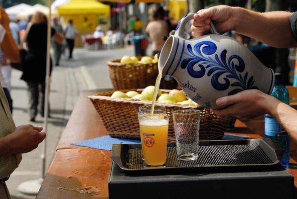 יין תפוחים מסורתי בשוק בפרנקפורט | צילום: visitfrankfut, Holger Ullmann