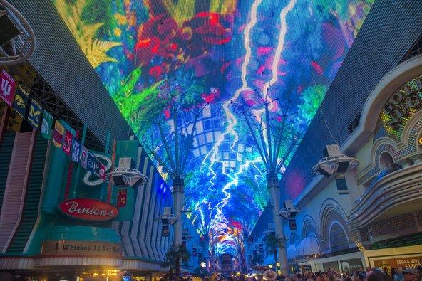 חווית רחוב פרמונט, מופע מיוחד של אורות , צבעים וצלילים | צילום: Kobby Dagan / Shutterstock.com