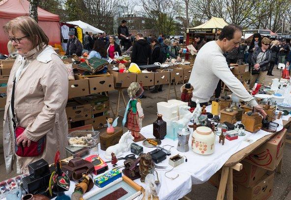 שוק הפשפשים מאואר בשכונת פרנצלאואר ברג | צילום: gabriel12 / Shutterstock.com