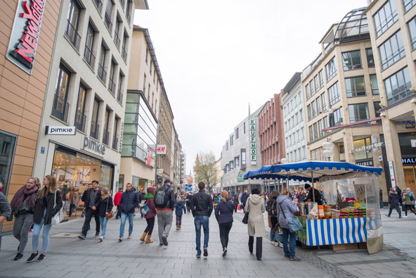 Kaufingerstraße, אחד מרחובות הקניות הפופולריים במינכן