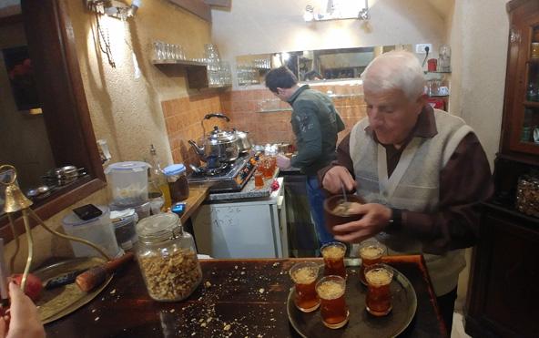 בית הקפה אבו סאלם. כבר יותר ממאה שנה מתקבצים כאן תושבי העיר