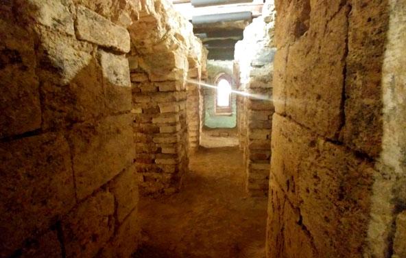 בית המרחץ העתיק שהתגלה מתחת לגלריה