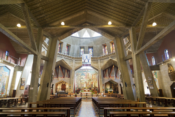בתוך כנסיית הבשורה