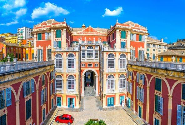 ארמון ריאל, מרשים לא רק מבחוץ אלא גם מבפנים