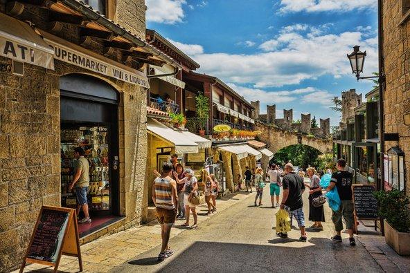 העיר העתיקה של סן מרינו. חלק מהרחובות מיועדים רק להולכי רגל