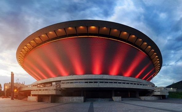 ספודק. במבנה החדשני התארחו אמנים בינלאומיים מובילים