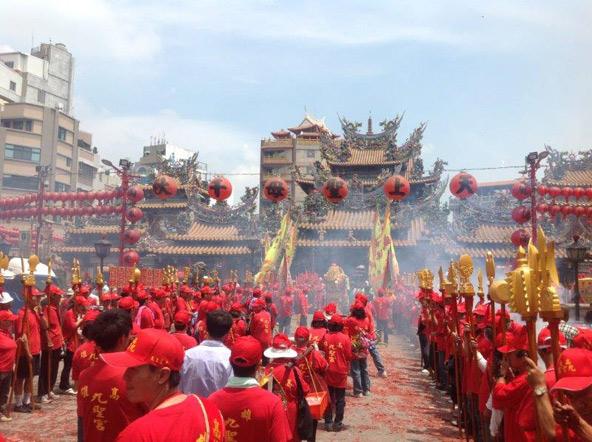תהלוכה בפסטיבל הנערך לכבודה של אלת הים מאדזו