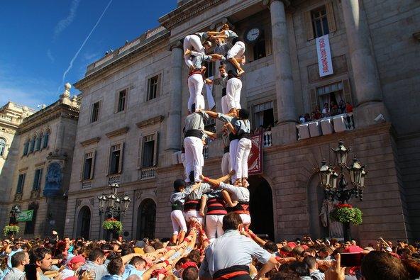 מגדלים אנושיים בחגיגות לה מרסה בברצלונה   צילום: Ignasi Jansa / Shutterstock.com