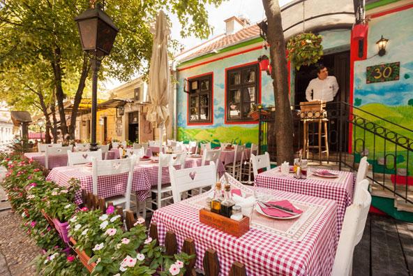 מסעדה ברובע סקדרליה הציורי