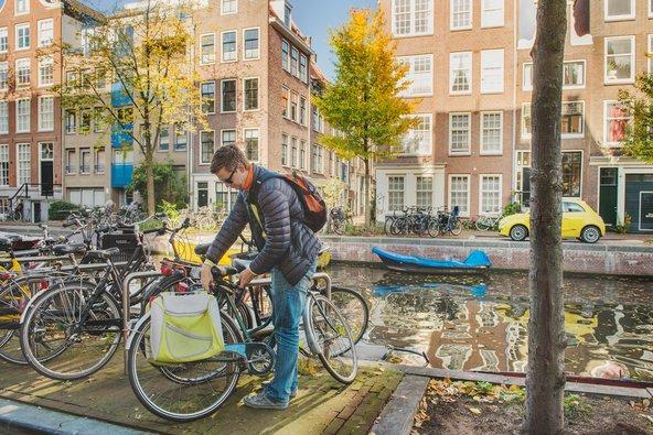 אם אתם רוצים להרגיש כמו מקומיים, שכרו אופניים