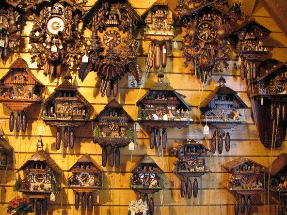חנות לממכר שעוני קוקיה, אחת מהמזכרות הפופולריות ביער השחור | צילום: Xufang / Shutterstock.com