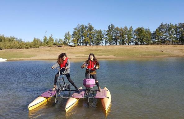 דיווש באופני מים באגם פלסטירה