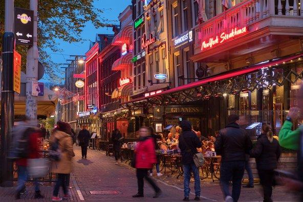 כיכר ליידספליין, ממוקדי הבילוי הבולטים בעיר | צילום: Kjell Leknes / Shutterstock.com