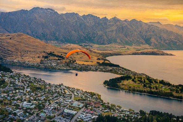 צניחה מעל קווינסטאון, בירת הספורט האתגרי של ניו זילנד