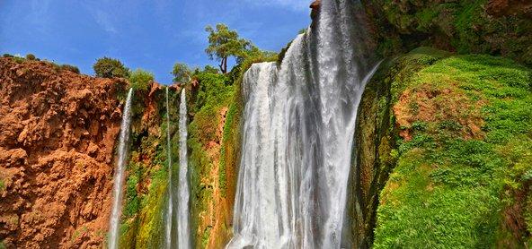 באביב מפלי אוזוד שבהרי האטלס שופעים מים