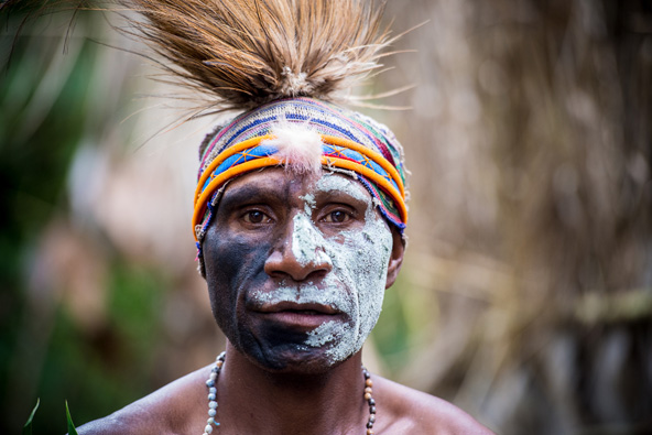 בן לשבט קאיה (kaia), אחד השבטים הרבים המרכיבים את פפואה ניו גיני