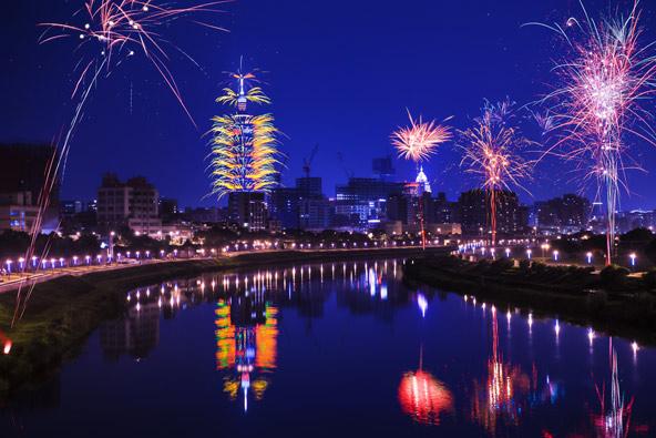 מופע זיקוקים מרהיב בטייפה 101 לקראת כניסת השנה האזרחית החדשה