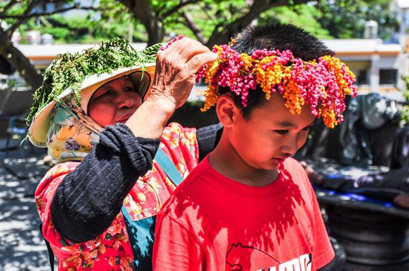 מתכוננים לחגיגות האסיף בפינגדונג