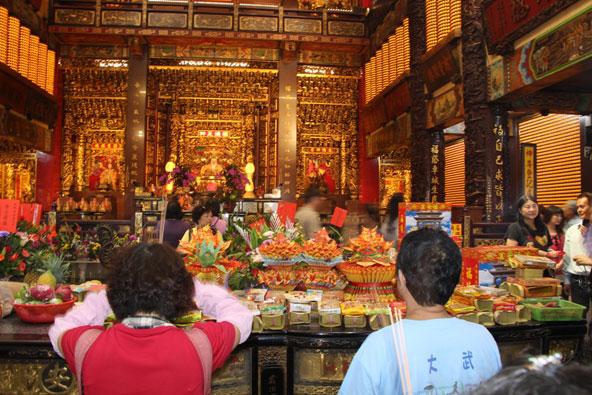 מקדש אל העושר. הדת הטייוואנית העממית מכילה כמות אדירה של אלים ואלות