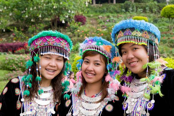 ילדות משבט המונג באזור משלוש הזהב