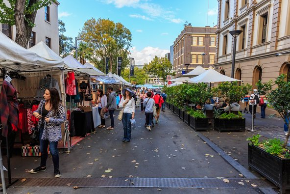 שוק יום ראשון ברובע הרוקס האופנתי | צילום: Tooykrub / Shutterstock.com