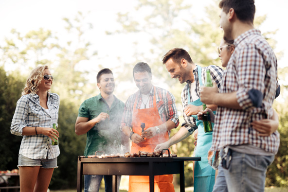 אפשר להכין את הכיבוד או אפילו ארוחות של ממש במטבח המאובזר או בחצר על הגריל