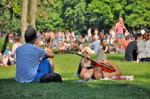 בקיץ וונדל פארק עמוס בצעירים שבאים לתפוס שמש, לנוח ולנגן