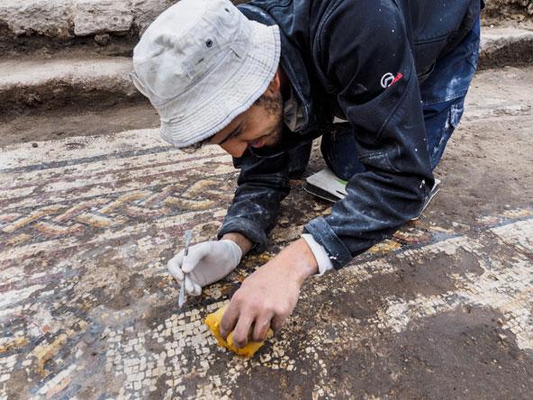 עבודות שימור על הפסיפס הרומי שנחשף בקיסריה