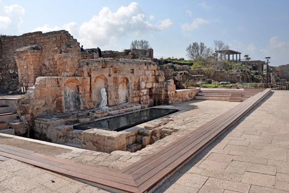 מזרקה ציבורית (נימפאון) מהתקופה הרומית