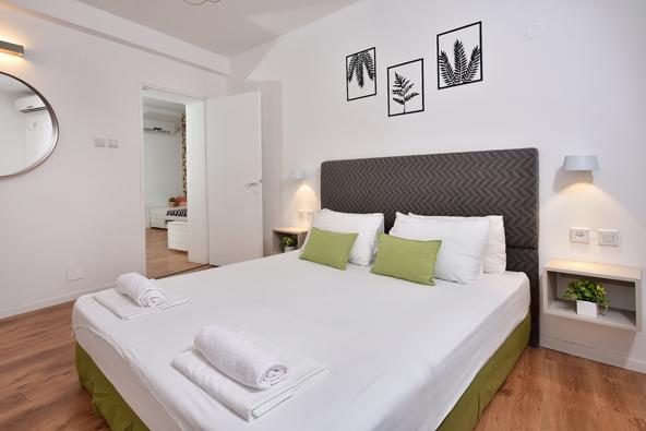 חדר שינה בדירת נופש משפחתית במלון מטיילים אילון